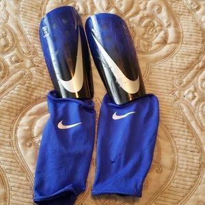 Nike Adult Mercurial Lite Soccer Shin Guards.